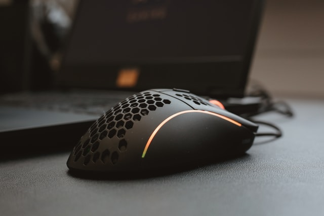 Shape and weight of gaming mouse