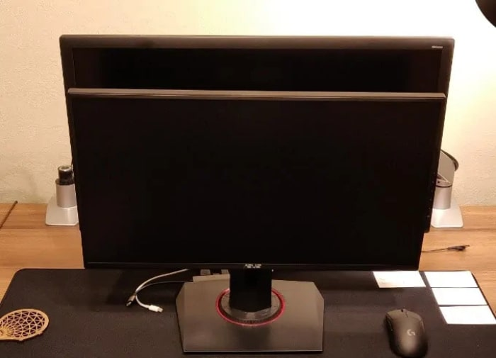 Size comparison of 24 and 27 inch monitor